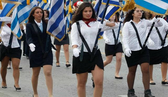 Ο ΣΥΡΙΖΑ «ποινικοποιεί» την αριστεία: «Σημαιοφόροι μόνο από κλήρωση» - Μη υποχρεωτικός ο εκκλησιασμός