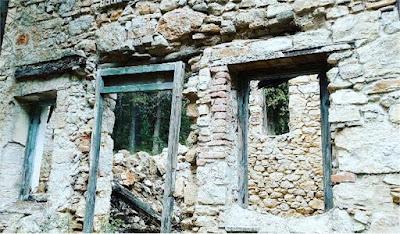 Ένα βήμα πριν την πλήρη καταστροφή το κτήμα Τατοΐου