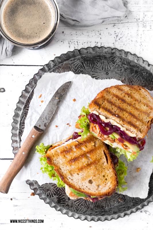 Jackfruit Sandwich Rezept vegan mit Avocado und Tofu Jackfruit Rezept für veganes Pulled Jackfruit Sandwich oder Jackfruit Burger #jackfruit #pulledjackfruit #vegan #jackfruitrecipes #jackfruitsandwich #jackfruitburger #sandwich #burger