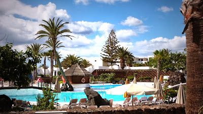Pool im Hotel Lanzarote Gardens Costa Teguise. Ein schönes Familienhotel.