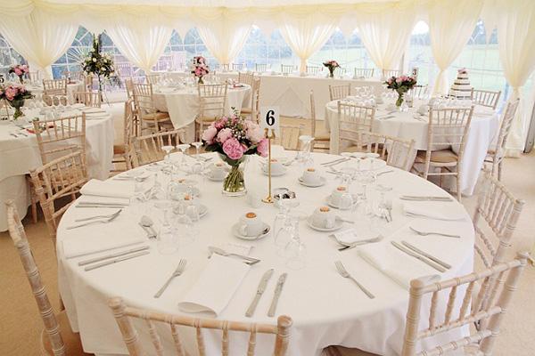 Matrimonio e un tocco di classe misure dei tavoli e for La forma tavoli