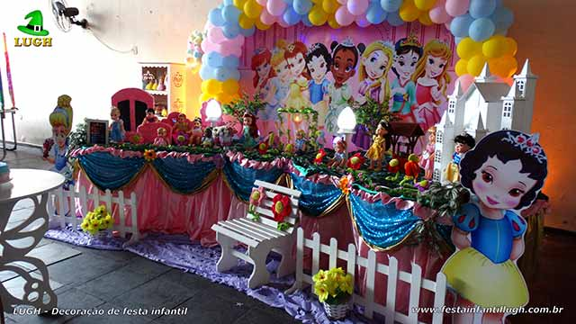 Decoração de mesa infantil Princesas Baby Disney forrada com toalha de pano