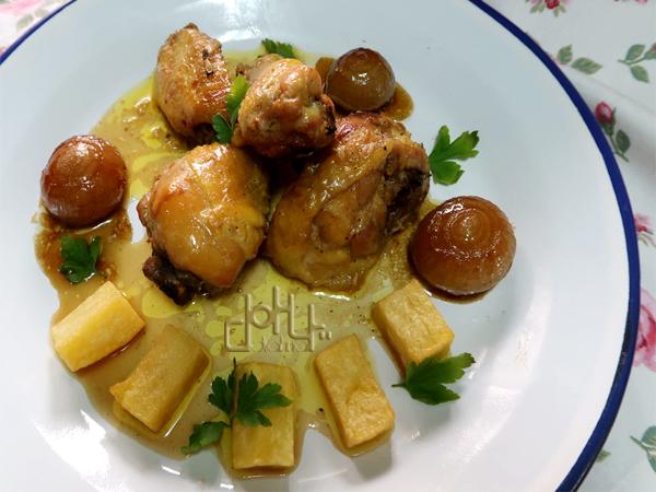 Pollo con cava y un poco de ajo convierten esta carne en algo delicioso