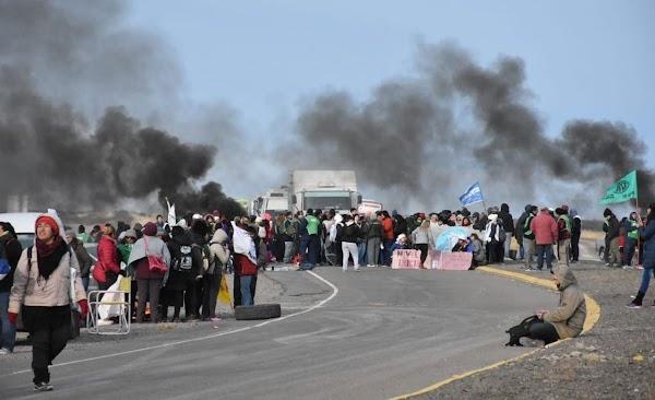 Chubut: Cortes de ruta y tomas por la demora en pagos salariales