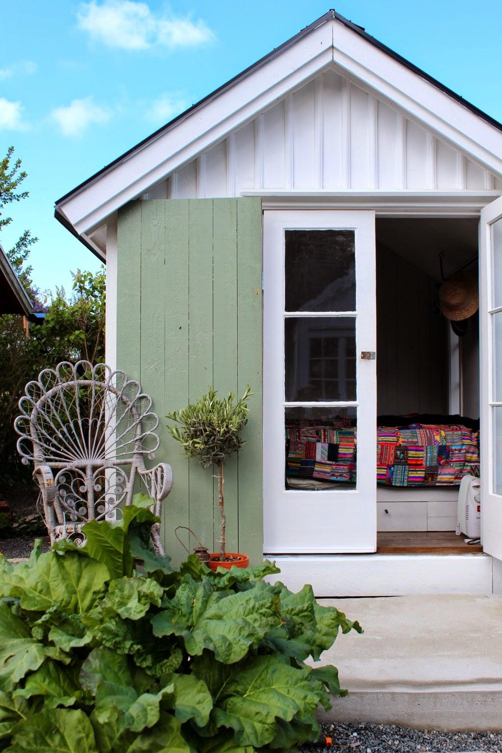 Home Garden Un Chalet De Jardin Fleuri En Su De