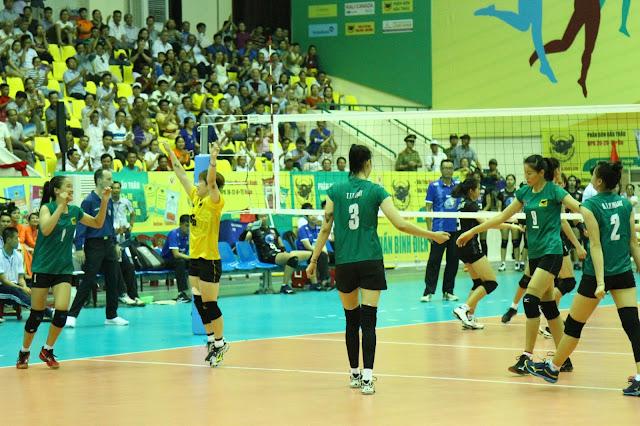 Chủ nhà VTV Bình Điền Long An là đội đầu tiên vào bán kết