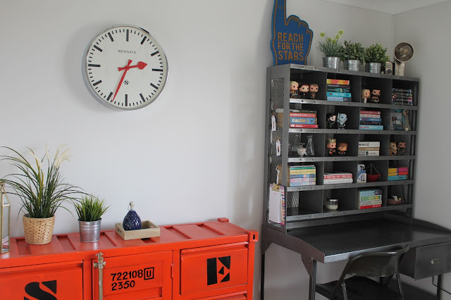 Sorting Desk - Shipping Container Sideboard - Maison Du Monde - Bookshelf