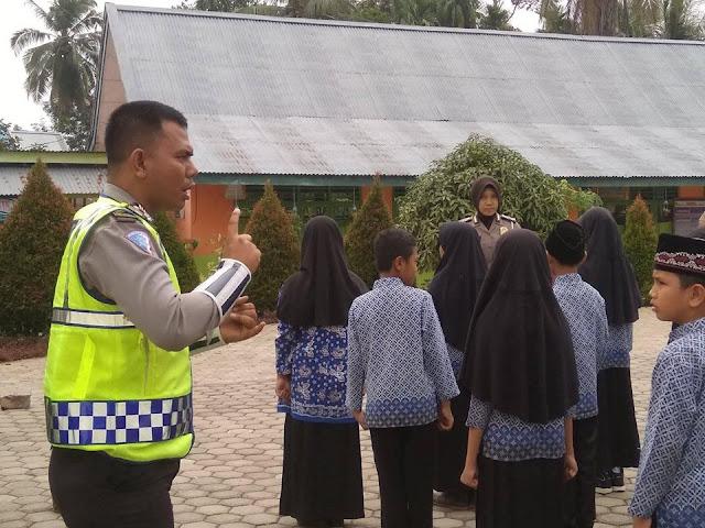 Kegiatan Polisi Cilik (Polcil) di SD Rujukan 149/VIII Muara Tebo