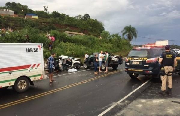 Acidente na BR-282 deixa uma morte e quatro feridos, no oeste catarinense