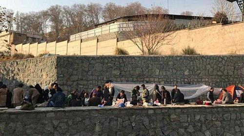 Tehran-Sit-in protest by the families of arrested in recent demonstrations