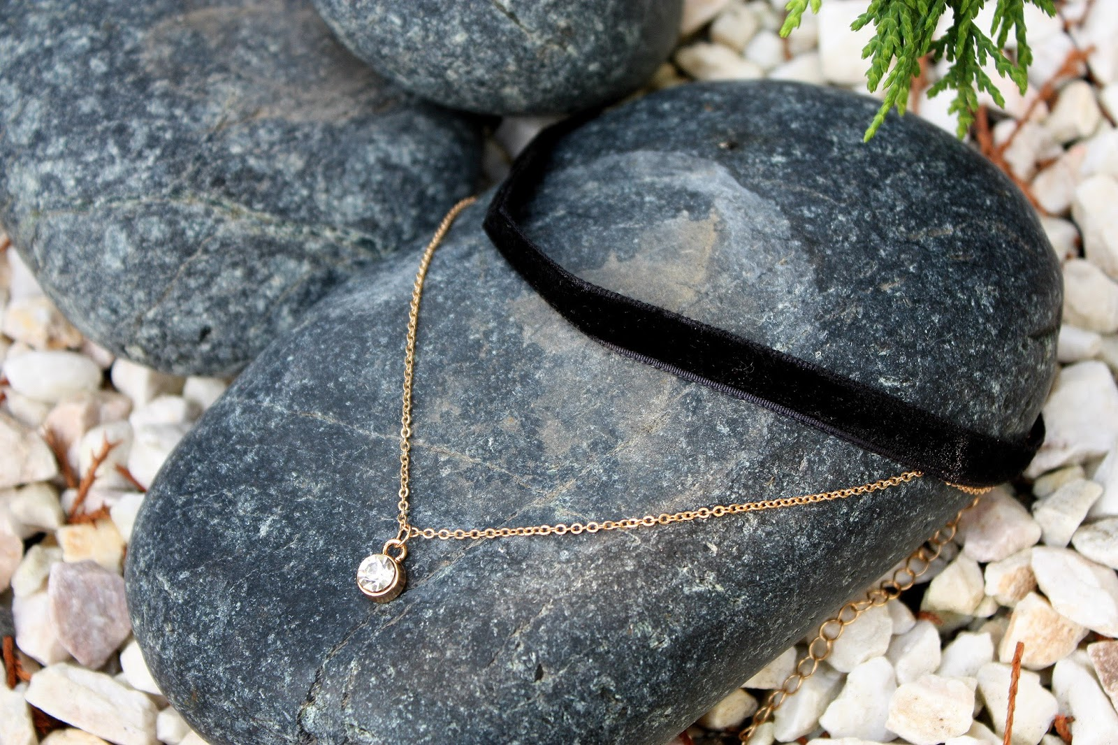 http://www.dresslily.com/faux-pearl-layered-chokers-necklace-product1493347.html?lkid=1505435