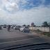 Trânsito complicado na Felizardo Moura por operação policial e tapa buraco