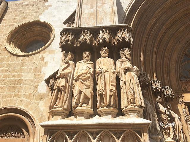 Iconografía en la fachada de la catedral de Tarragona