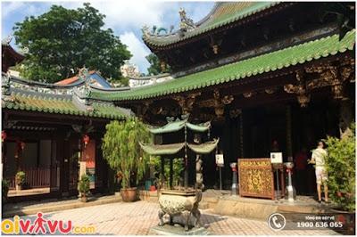 Quang cảnh bên trong đền Thian Hock Keng