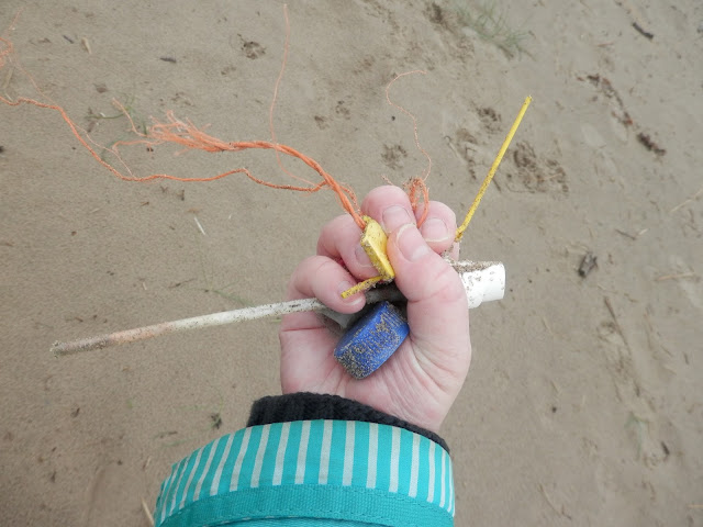 Make one small change, litter pick on the beach. From UK eco friendly blogger secondhandsusie.blogspot.com #litterpick #plasticfree #makeonesmallchange #ecofriendly