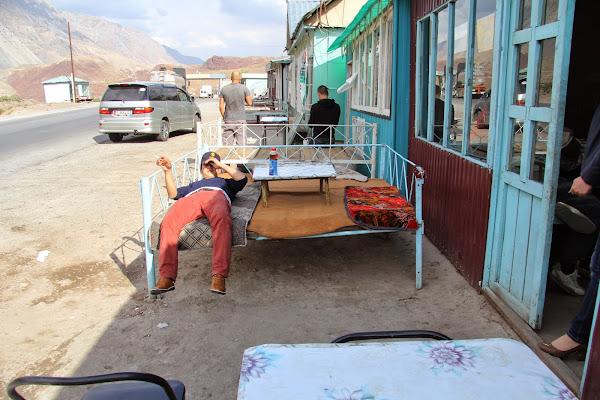Kirghizistan, Chychkan-Suu, chaïkhana, tapshan, tapchane, © L. Gigout, 2012