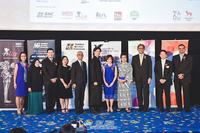 From left to right: Chiharu Yabe (General Manager, Kampachi), Deelaila Pakhalan (Representative, Astro A-List), Jean Chen (Group Customer Development Manager, Coca-Cola Refreshments Malaysia Sdn. Bhd.), Kung Suan Ai (Director of Marketing, Pavilion KL), ORIKASA Hiroyuki (Minister-Counsellor, Embassy of Japan in Malaysia), SAITOH Takumi, Koh Mei Lee (Chief Executive Officer, Golden Screen Cinemas Sdn. Bhd.), HORIKAWA Koichi (Director, The Japan Foundation, Kuala Lumpur), MATSUSHITA Masahiro (Chairman of Culture Committee, The Japan Club of Kuala Lumpur クアラルンプール日本人会), KAWAMURA Takayuki (Representative, Mitsubishi Corporation, Kuala Lumpur branch), and Devinder Singh (Manager, Marketing Department, Cinema Online)