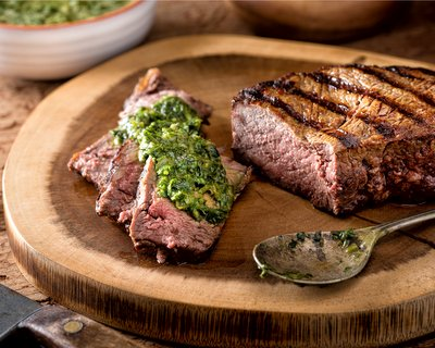 How to make Chimichurri ♥ KitchenParade.com, the Argentinian parsley sauce that's great with meat and fish but also livens up other dishes.