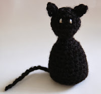 http://livingthecraftlife.blogspot.com.es/2010/10/halloween-amigurumi-cat.html