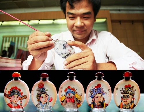 00-Liu Zhengyao-Snuff-Bottles-Painted-from-the-Neck-on-the-Inside-www-designstack-co