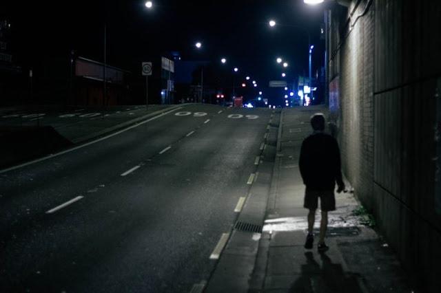 Hóa giải bí ẩn thói quen đi dạo buổi tối của chồng
