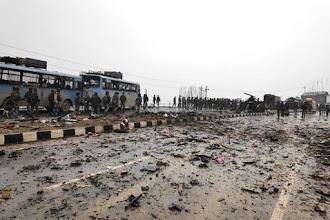 Pulwama Attack :  जैश-ए-मोहम्मद का आतंकवादी दक्षिण कश्मीर के पुलवामा जिले के गुंडेबाग गाँव से एक स्कूल ड्रॉपआउट था।