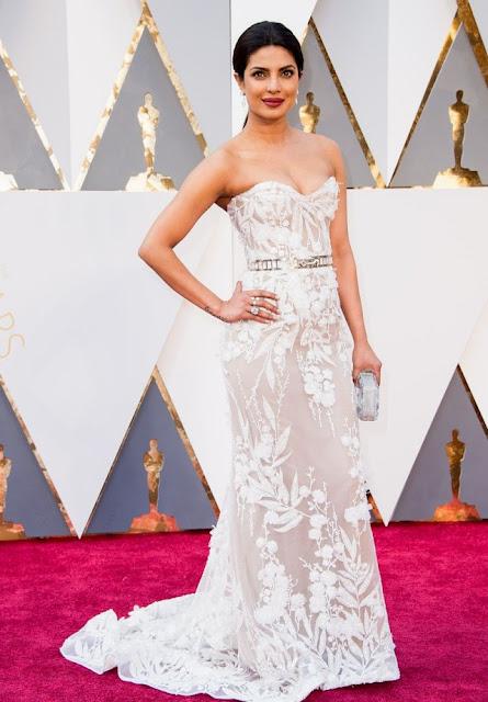 Priyanka Chopra's Hot Oscars 2016 Look in Strapless White Gown