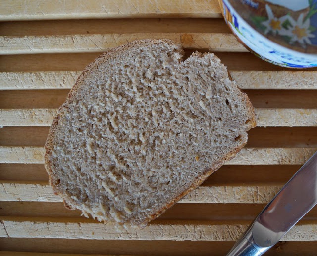 Rezept: Leckeres Brot backen - ganz einfach über Nacht! Ihr mögt frisches Brot, habt aber wenig Zeit? Ich habe für Euch ein Rezept, bei dem Ihr den Teig über Nacht einfach im Kühlschrank gehen lasst. Am nächsten Morgen nur noch im Ofen backen - und fertig :) Auf Küstenkidsunterwegs zeige ich Euch, wie dieses einfache Back-Rezept mit Hefe gelingt.