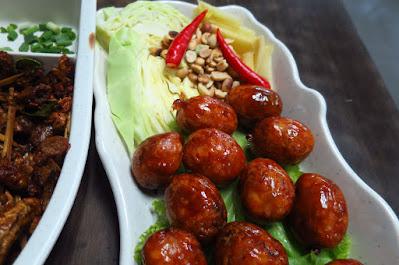 Dee Tongue Thai by Rung Mama, isaan sausages