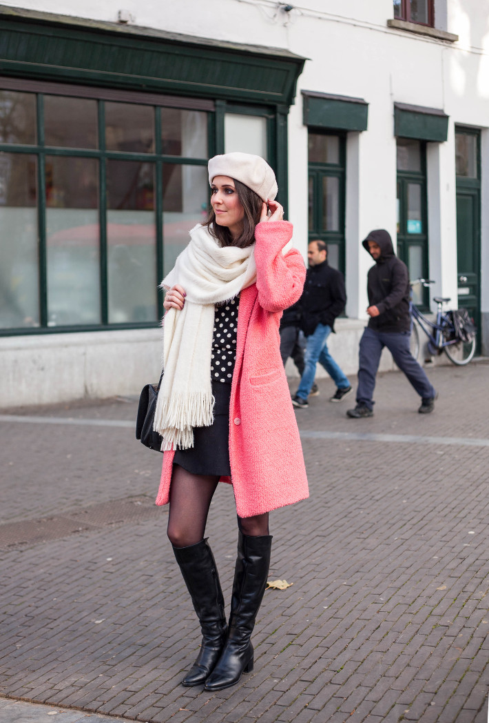 Outfit: 60s retro in pink coat, polkadots and overknee boots