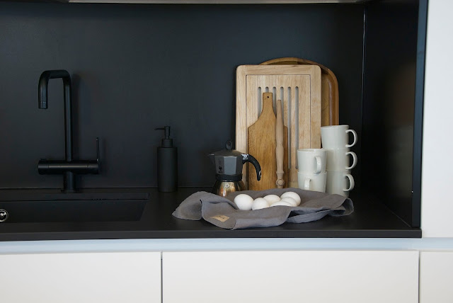 scandinavian black and white kitchen