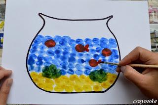 akwarium z namalowanymi rybkami - ogonki malowane pędzelkiem