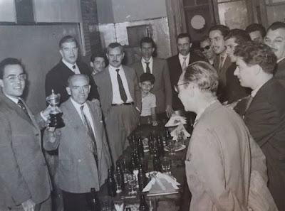 Miguel Navarro con otros ajedrecistas en 1959