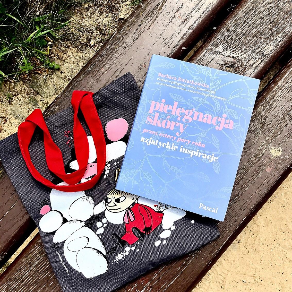 zdjęcie przedstawiające książkę Barbary Kwiatkowskiej Pielęgnacja skóry przez cztery pory roku. Azjatyckie Inspiracje