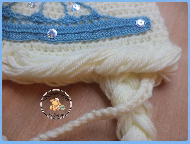 czapka z warkoczem i koroną na szydełku