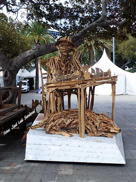 Benito pérez galdós en la feria del libro de las palmas de gran canaria a modo de madera