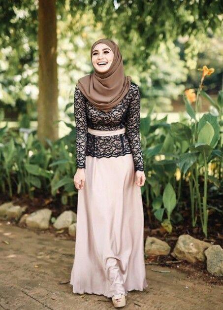 45 Model Kebaya Wisuda Muslim Modern Terbaru 2018