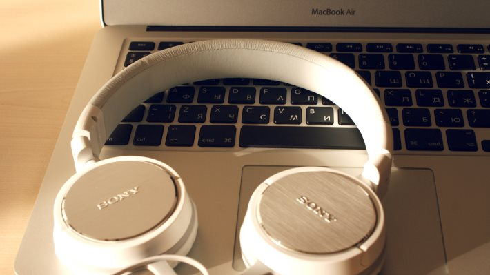Wallpaper: Sony Headphones and MacBook Air