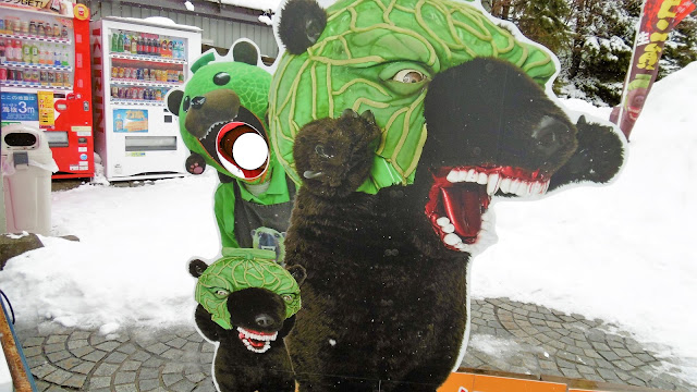 北海道 夕張市ゆるキャラのメロン熊の顔ハメ看板
