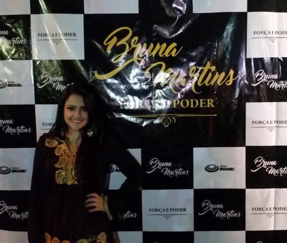 Bruna Martins veste Nítido em seu Show de Lançamento