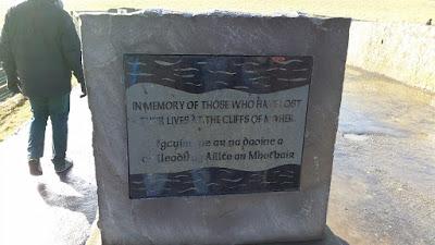 Monumento victimas acantilados Moher