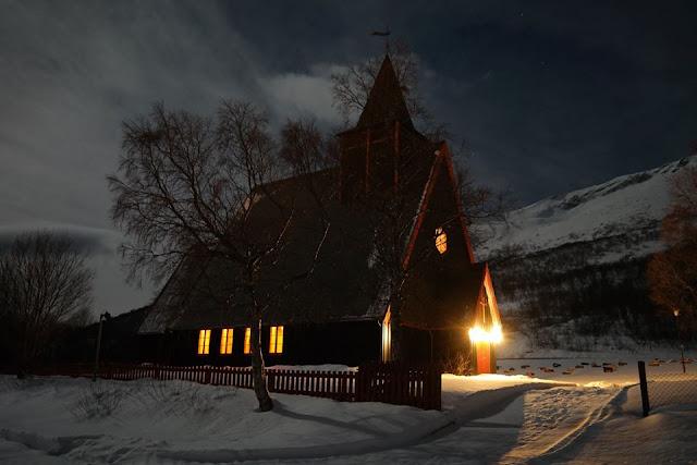 Arnøyan kirkko, joulukuu, kuutamo