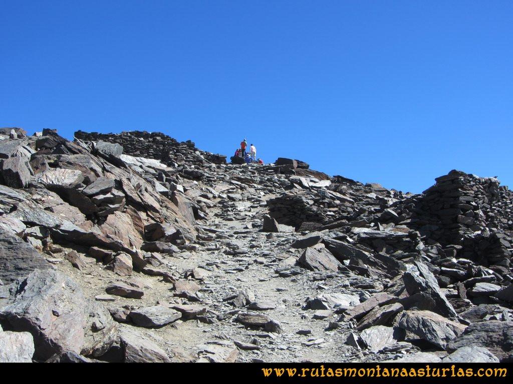Ruta Posiciones del Veleta - Mulhacén: Tramo final a la empedrada cima del Mulhacén