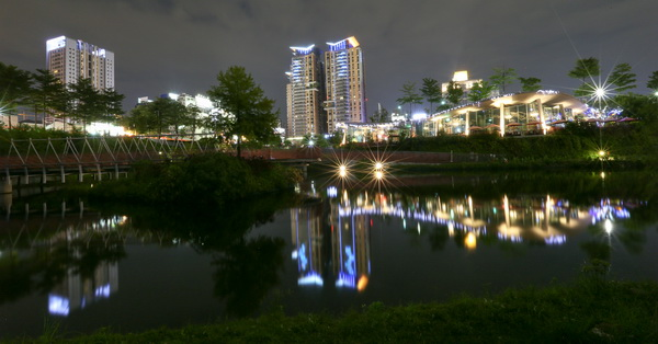 《台中.西屯》秋紅谷景觀生態公園夜景,喜歡拍夜景的朋友必來的公園