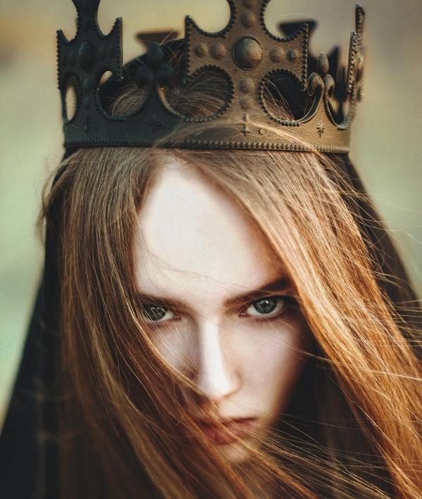 Queen Status in English 2022