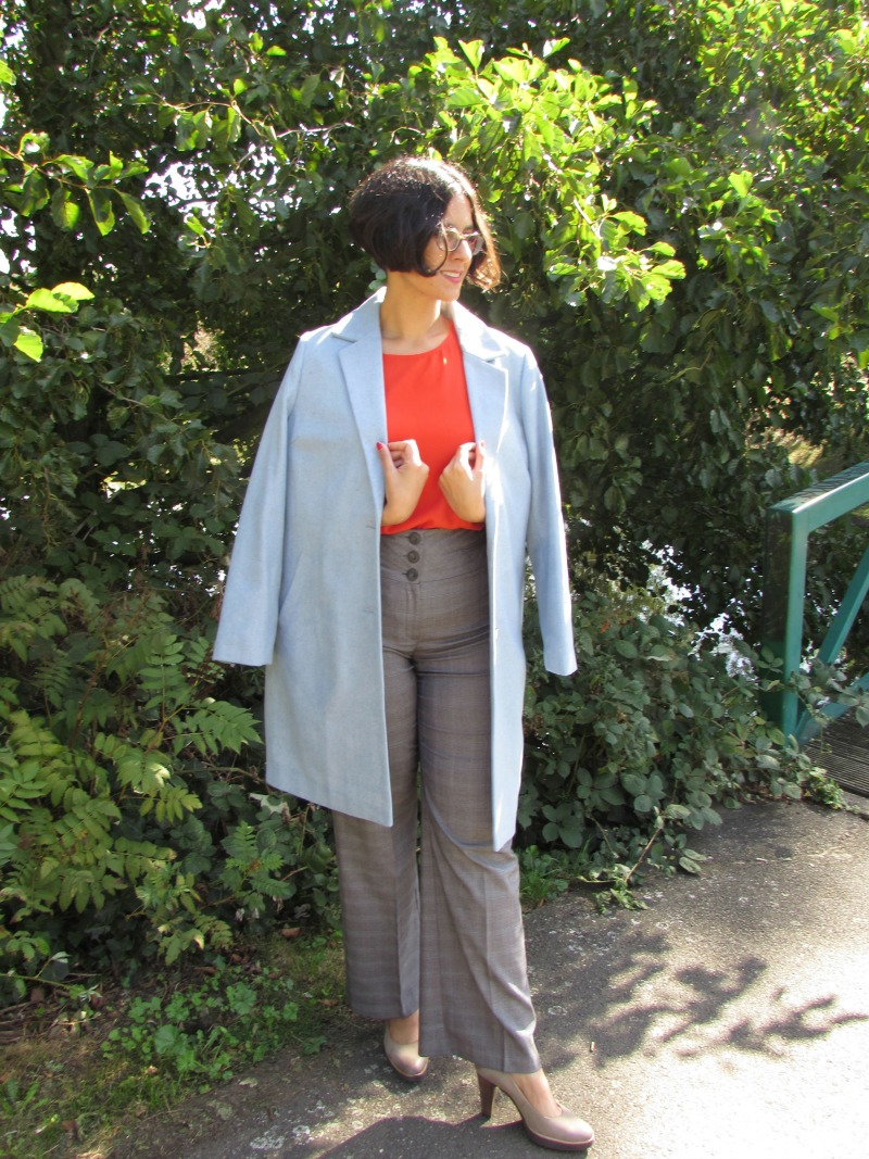 How to wear airy blue coat in autumn