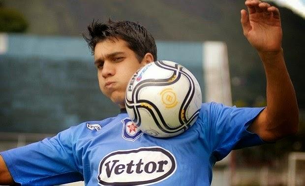 Segunda Sergio du Bocage, jornalista da Rádio Globo, o volante Lucas Siqueira, que pertence ao Friburguense, estaria nos planos do Flamengo para 2015.