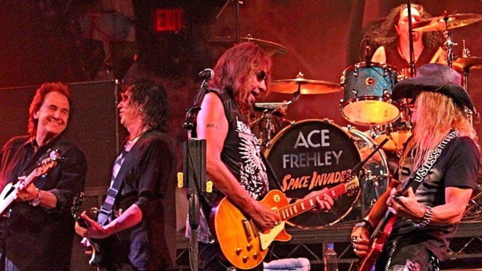 hennemusic: VIDEO: Ace Frehley reunites with Frehley's Comet members