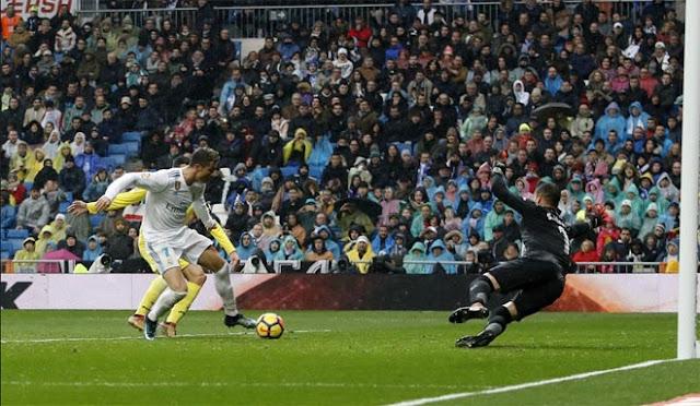 """Ronaldo cực đỉnh của """"chân gỗ"""": Kiệt quệ dứt điểm 11 ăn 0 6"""