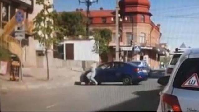 BINTEO-ΣΟΚ! Εξαγριωμένος σύζυγος πατά τη γυναίκα του με το αμάξι επειδή του ζήτησε διαζύγιο!